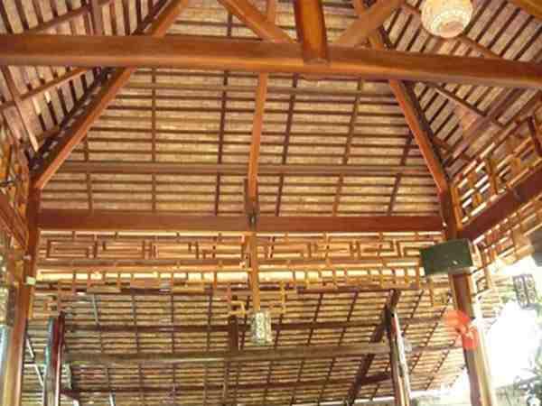 Thiết kế mái khung gỗ ấn tượng