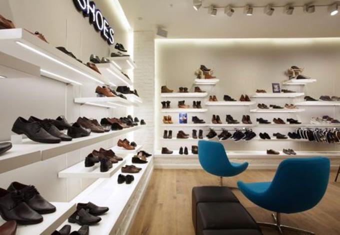 Mẫu trang trí nội thất shop giày