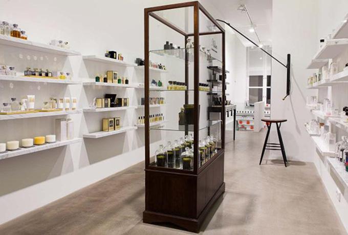 Mẫu thiết kế nội thất shop mỹ phẩm hiện đại