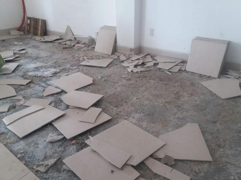 Sửa chữa, thay gạch nền nhà bị bung gạch